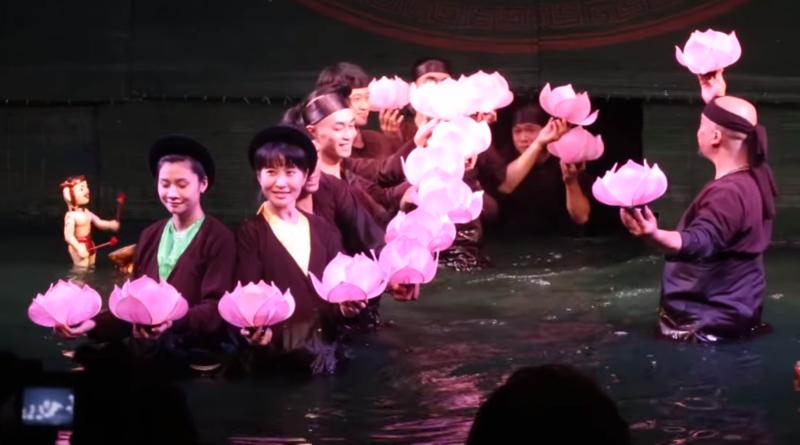 Фантастический театр на воде