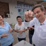 Серия 10 Китай — Сычуаньский танцующий повар, Дима Комаров и тараканья ферма